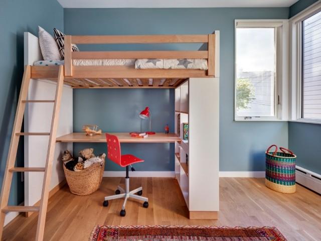 Fenêtre d'angle pour la chambre des enfants
