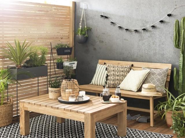 Un banc en bois aux accents exotiques