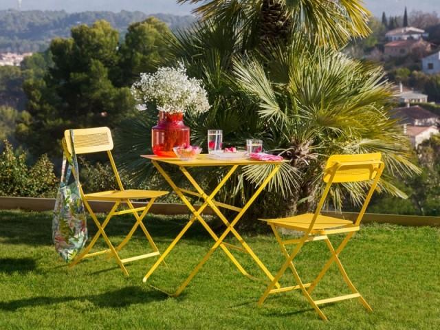 Du jaune pour un salon de jardin qui rayonne