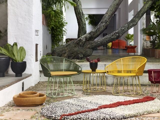 Des couleurs exotiques pour un salon de jardin qui fait voyager