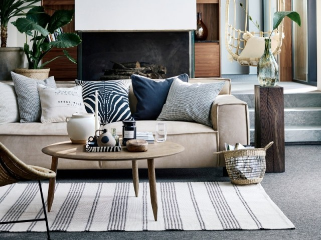 Coussins, tapis et accessoires pour refaire la déco d'un salon