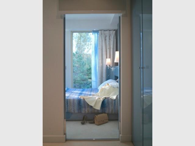 Une verrière entre la chambre et le dressing