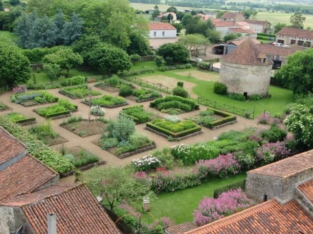 Le Jardin médiéval à Bazoges-en-Pareds, Vendée
