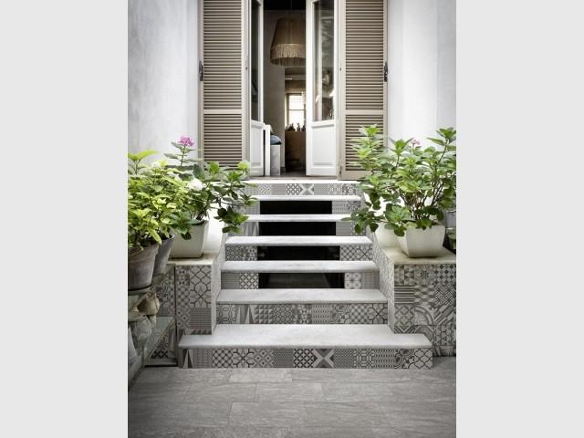 Des carreaux originaux pour habiller l'escalier