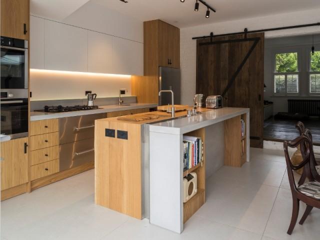 Style industriel pour la cuisine à l'intérieur de l'extension