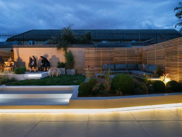 Une terrasse rétroéclairée comme une touche de modernité