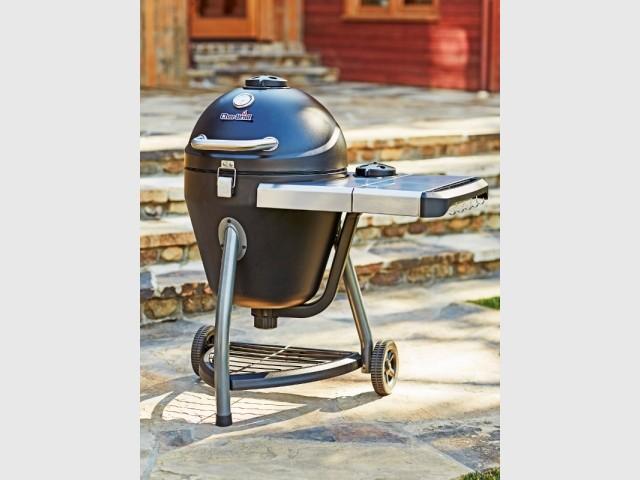 Un barbecue 3-en-1 pour griller, fumer et cuire