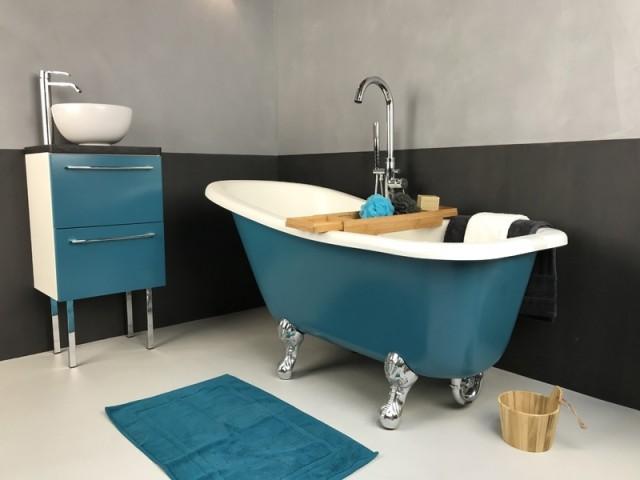 Une baignoire colorée