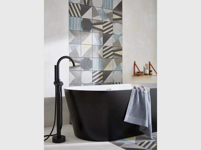 Une baignoire bicolore tout en modernité