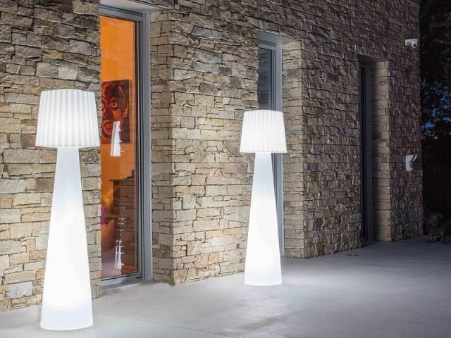 Des lampadaires leds pour éclairer sa terrasse