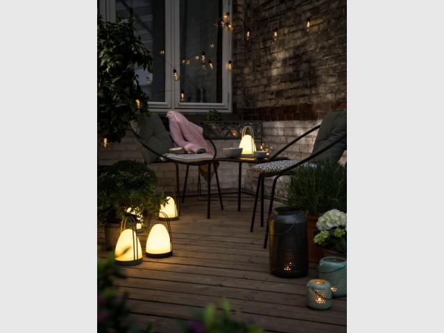 Plusieurs sources de lumière pour éclairer le jardin en douceur