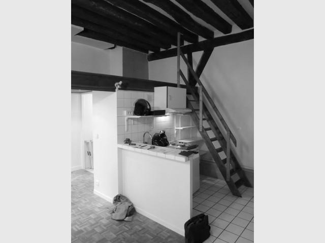 Avant : une cuisine sommairement aménagée