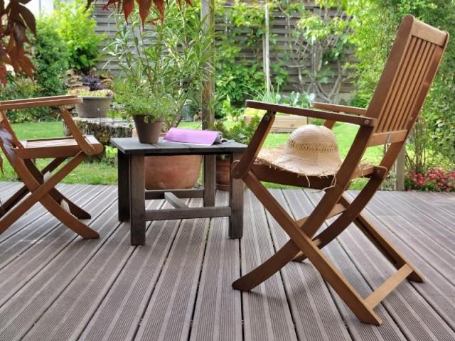 Une terrasse en lame de bois composite