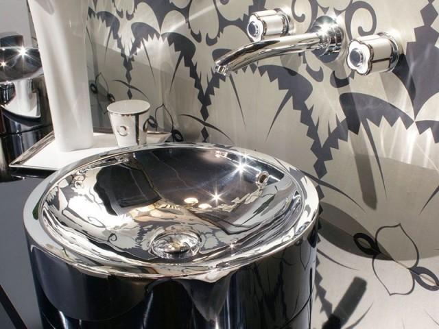 Une vasque originale transforme une salle de bains