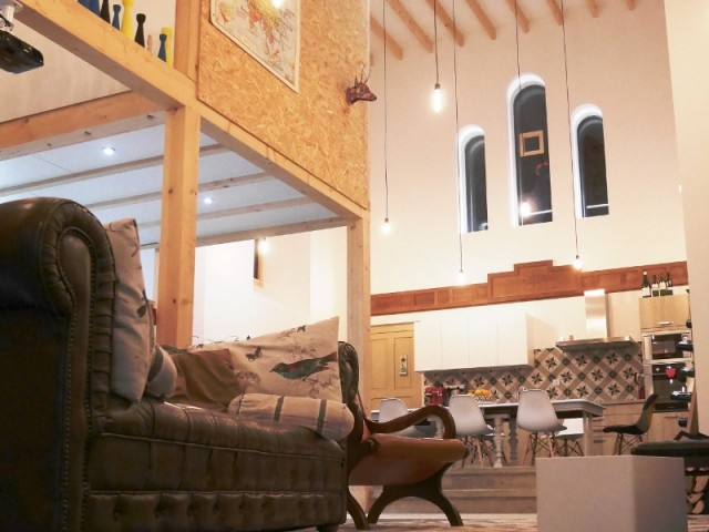 Une église transformée en douillette maison familiale !