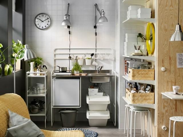 Mini cuisine Sunnersta, et étagères à crémaillères Algot, Ikea, prix : 99 € et 85,50 €