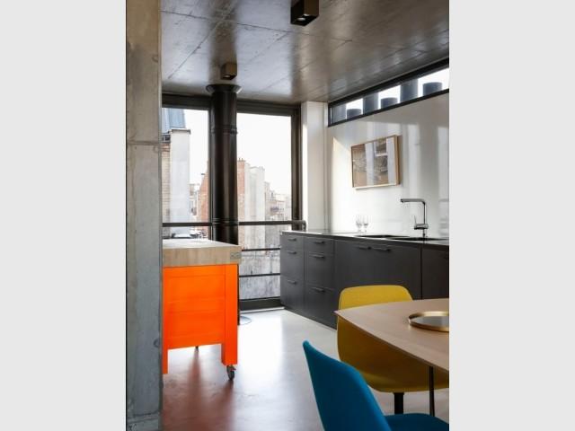 Vue de la cuisine de la Maison plissée