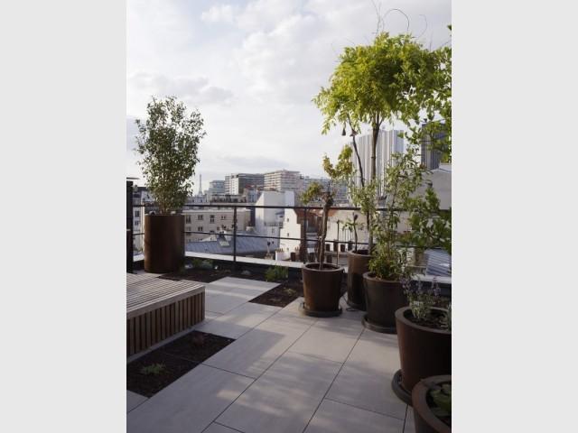 La terrasse de la Maison plissée avec vue sur Paris