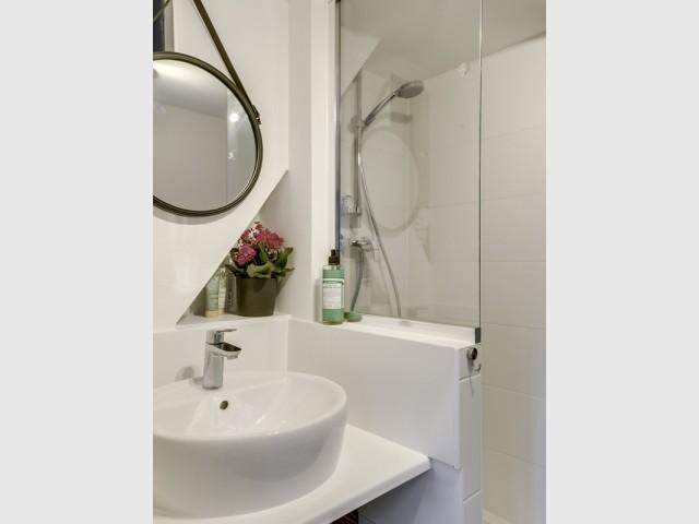 Après : une salle de bains revisitée et modernisée