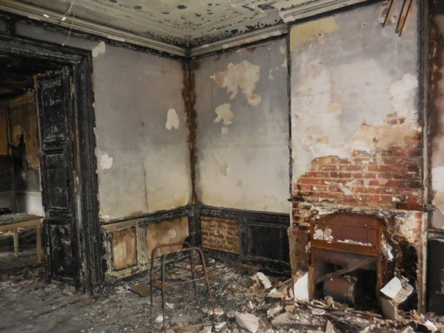 Avant : un intérieur extrêmement délabré