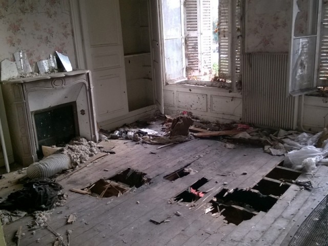 Avant : un étage et des chambres en piteux état