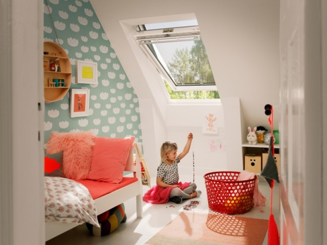 Une chambre d'enfant compacte installée sous les toits