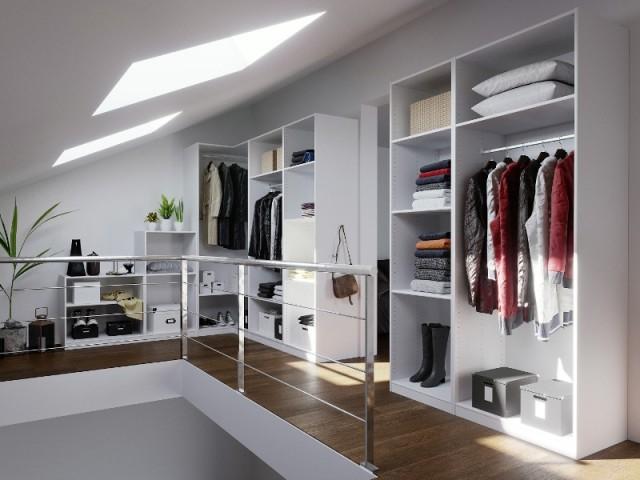 Un dressing sur le palier de l'étage aménagé dans les combles