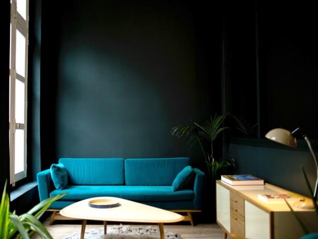 Un canapé tout en velours pour des reflets changeants