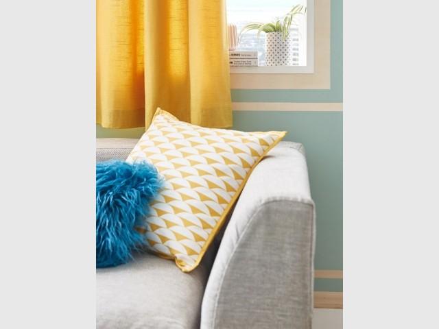 Sur les coussins, pour recevoir avec confort et style