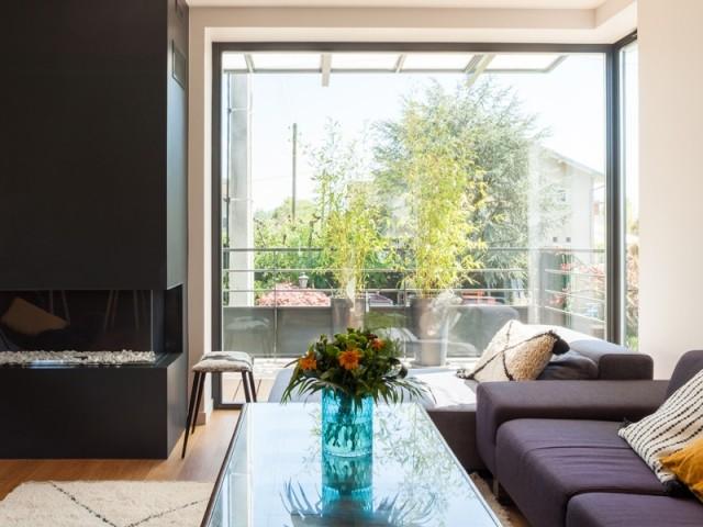 Un salon avec accès direct à la terrasse