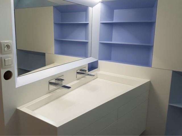 Une salle de bains réalisée sur-mesure
