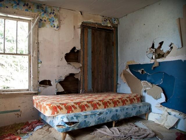 Une maison squattée et mise à mal par les occupants illégaux