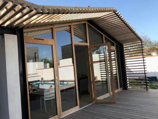 Une nouvelle façade en bois de mélèze