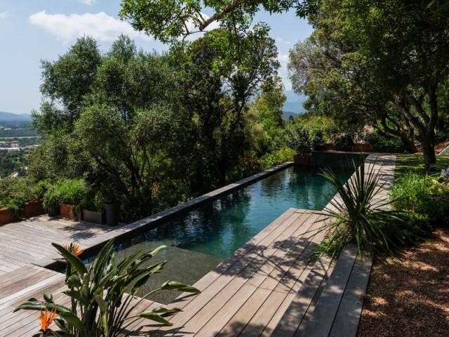 Modèle Dreampool, piscine familiale de forme angulaire, hors-sol avec plage immergée