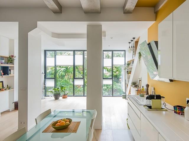 Un appartement façon loft qui joue savamment avec la lumière