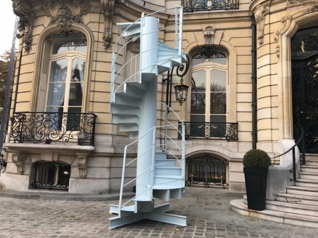 Un morceau d'escalier de la Tour Eiffel en vente