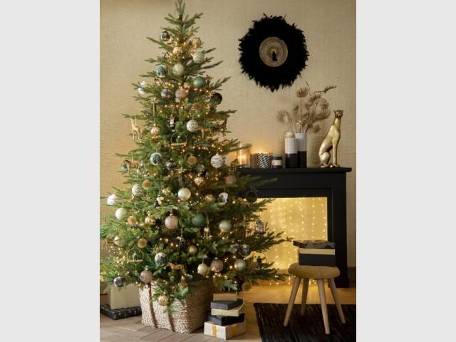 Une cheminée qui brille de mille feux pour Noël