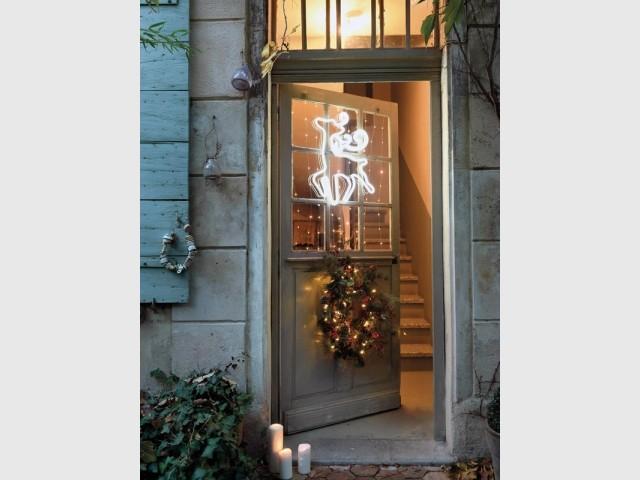 Une porte d'entrée habillée pour Noël