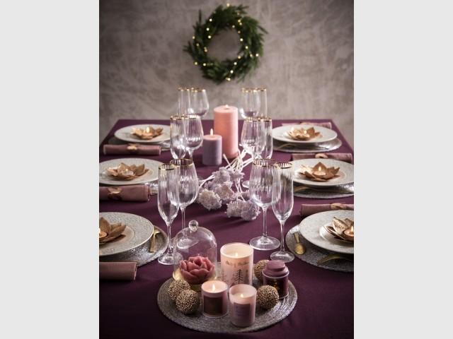 Une table de fêtes pleine de douceur en rose et or