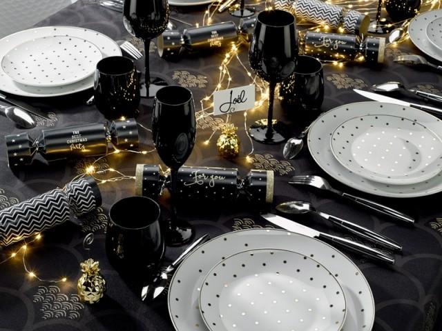 Une table de fêtes ultra chic tout en noir