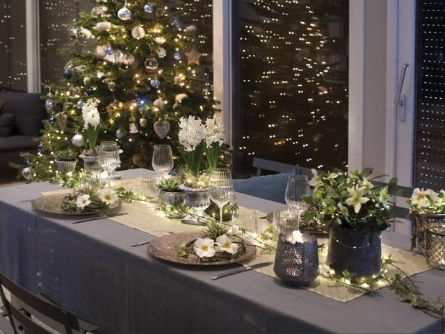 Une table de fêtes poétique à la déco fleurie