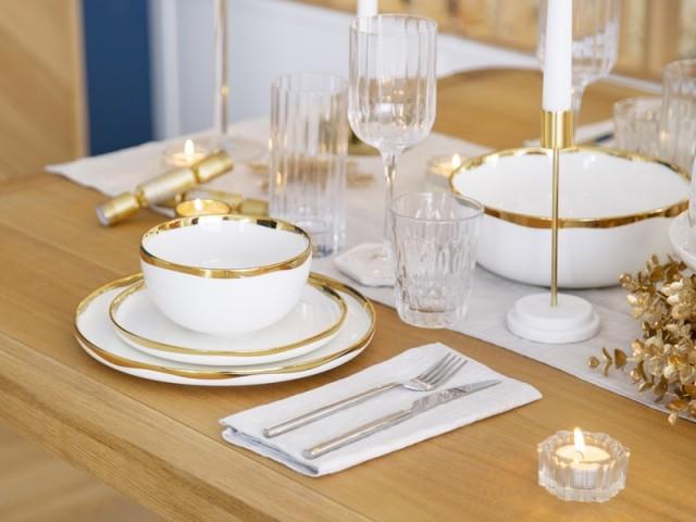 Une table de fête élégante en doré