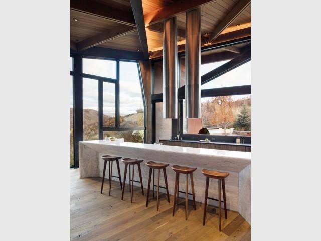 Une cuisine XXL avec vue plongeante sur les montagnes