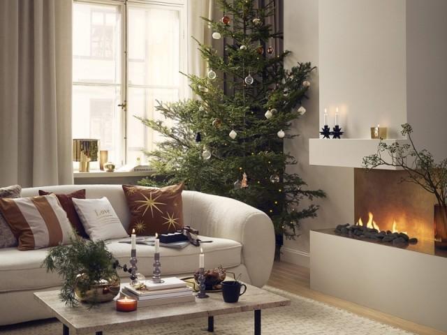 Noël au coin du feu dans un cocon beige