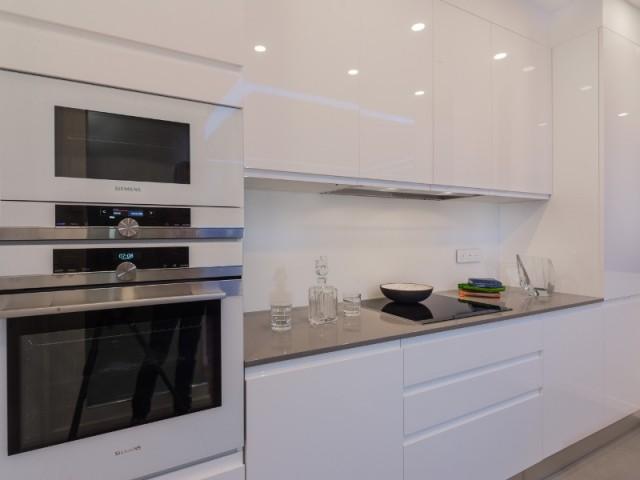 Une cuisine immaculée et discrète