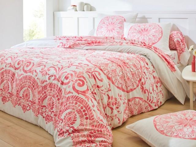 Parure de lit motifs cashemire au coloris façon Living Coral de Pantone