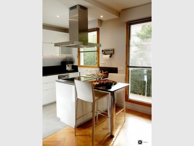 Après : une cuisine ouverte sur le salon