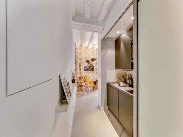 Après : une mini cuisine ultra moderne qui a tout d'une grande