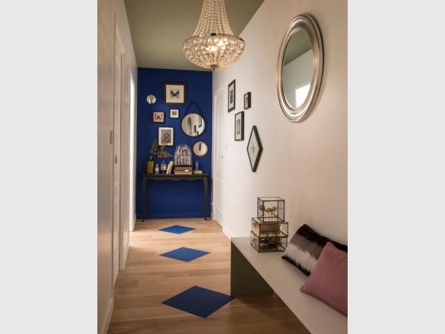 Positionner un meuble au fond du couloir permet d'optimiser l'espace