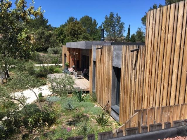 Une maison en bois passive en harmonie avec la nature